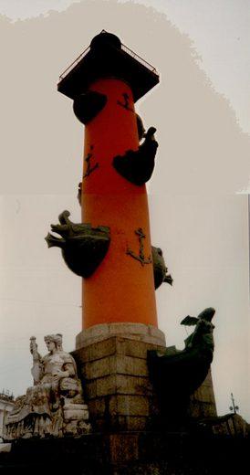 7勝利の記念塔灯台.jpg